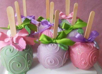 Cegonhas nas maçãs granuladas                              Maçã do amor decorada para fazer sua festa ficar mais bonita!                  ...