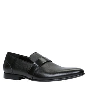 Shop online for wide range of collections of Shoe Brands in India at Majorbrands.in. For more details visit here: http://www.majorbrands.in/brand/cl_2-c_3953/men/footwear/shoes.html or call on 1800-102-2285 or email us at estore@majorbrands.in.