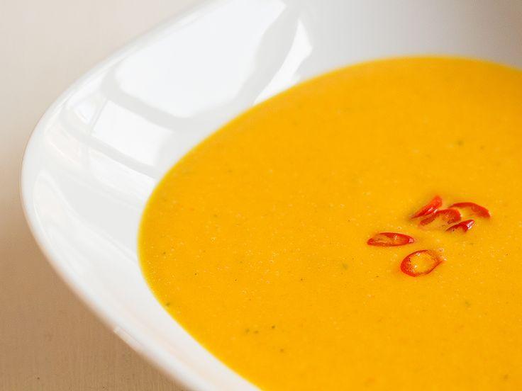 Den här färggranna och smakrika soppan med asiatiska undertoner har på kort tid blivit en favorit här hemma. Ska man vara krass så kanske den snarare kvalar in under paleo än under renlärig lchf, m…