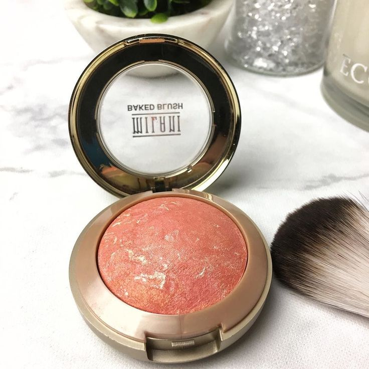 """Monday with Milani  I love the shimmery pigmented richness of their baked powder blushes.  Pictured here is the shade """"Corallina"""".  What are you wearing this fine Monday?  . . . . . .  #lookoftheday #makeupaddict #makeupgeek #makeupjunkie #makeupmess #makeuplove #makeupaddiction #makeupobsessed #makeupporn #makeuptalk #makeuplife #makeupblogger #makeupblog #makeupoftheday #faceoftheday #wakeupandmakeup #makeupaddicts #30plusblogs #LMBDW #australianblogger #bloggersunitedau #theplasticdiaries…"""