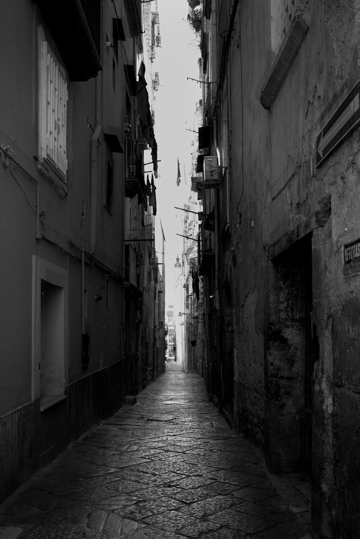 Narrow street - Taken in the old district of Naples. Taken during my weekend trip to Naples.   twitter: @HZegotaPhoto