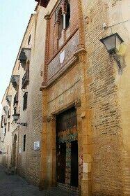 Fachadaypuerta principalde acceso al Palacio de los Marqueses de la Algaba