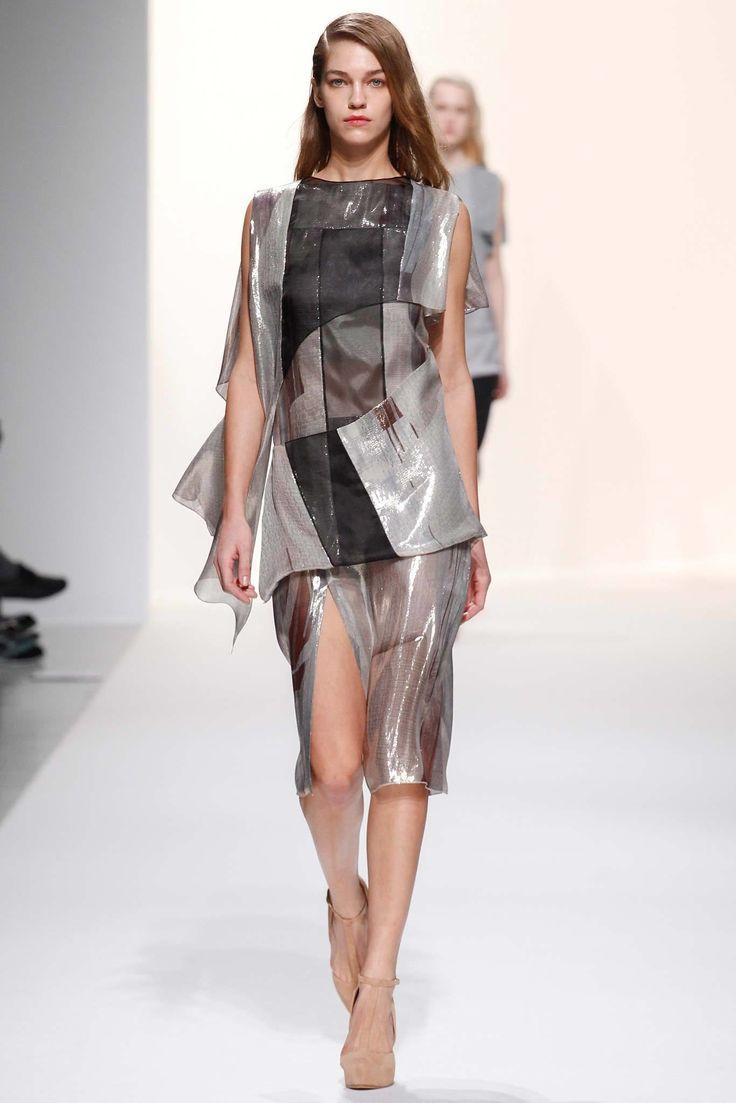 Chalayan Fall 2014 Ready-to-Wear Fashion Show - Samantha Gradoville (IMG)