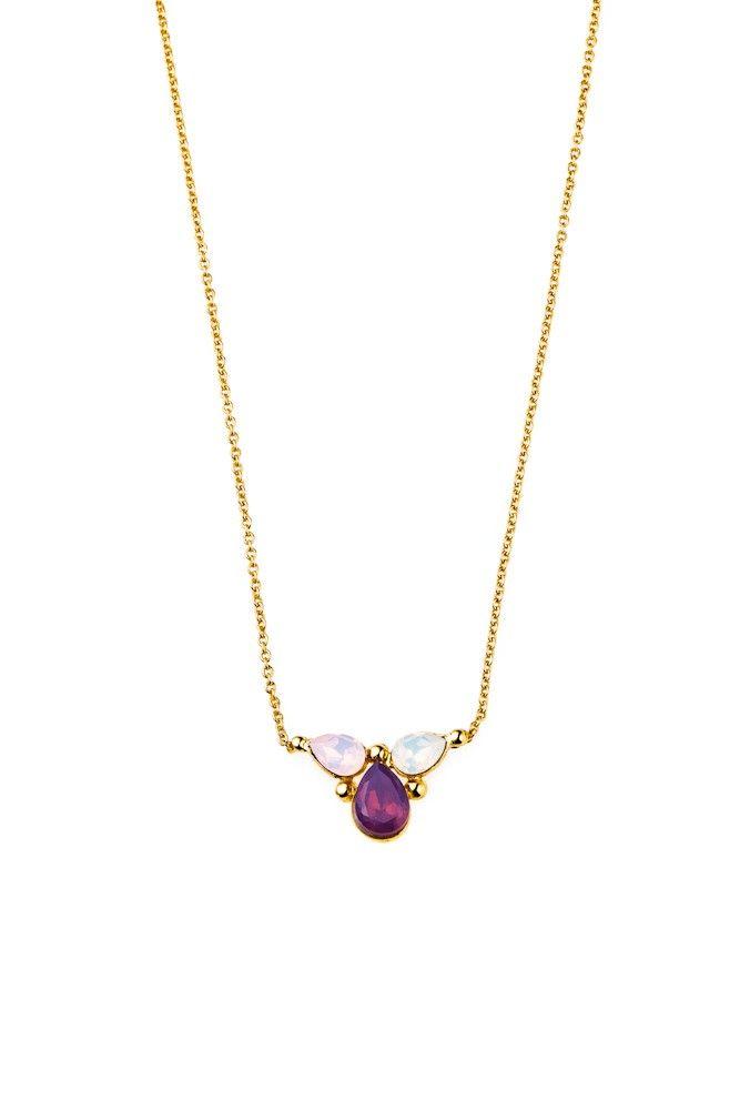 Dyskretny naszyjnik pozłacany 24-karatowym złotem i ozdabiany kryształami Swarovski Crystals w opalizująco-fioletowym kontraście kolorów.