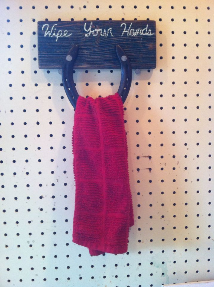 Super easy DIY horseshoe towel rack mounted on barn wood!