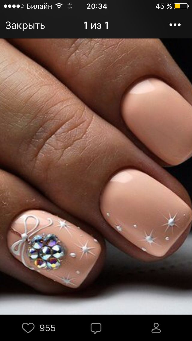 GREAT color idea for Christmas nail art! Decorado de unas | ongles #nailart