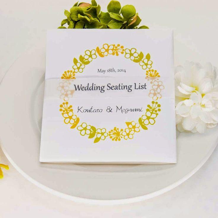 正方形の形がフラワーリース柄にマッチ☆ 黄色のおしゃれな席次表一覧。結婚式の席次表まとめ。