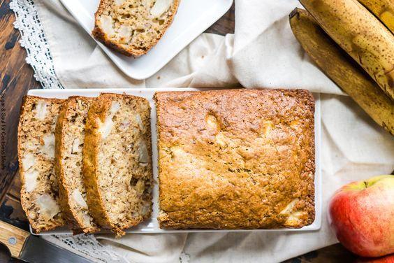 Vous aimez les bons pains maison avec des fruits? Ce pain aux pommes et bananes est vraiment INCROYABLE!