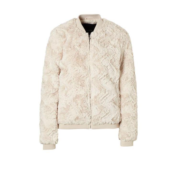 50 euro https://www.wehkamp.nl/damesmode/dames-jassen-blazers/dames-bomberjacks/vero-moda-imitatiebont-bomberjack/C21_1AC_BOM_216095/?MaatCode=0360