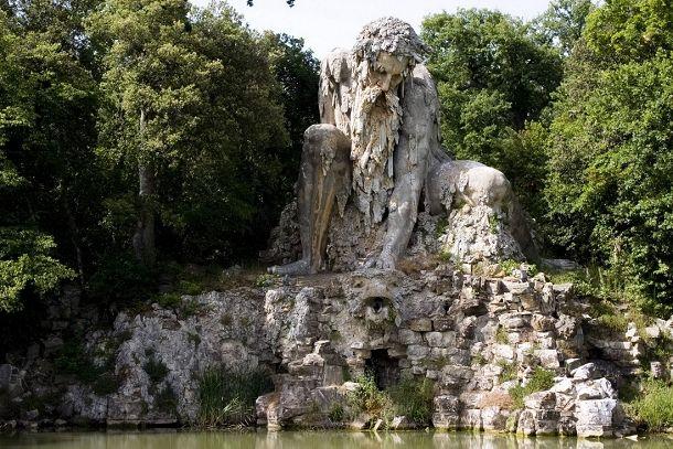 Le Colosse de l'Appenin sculpté par Giambologna en Italie