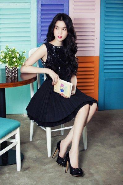 """Ngọc Trinh và những bộ đồ """"gái ngoan""""  http://lamthenaoaz.vn/chi-tiet-bai-viet/1715/ngoc-trinh-va-nhung-bo-do-gai-ngoan.html"""