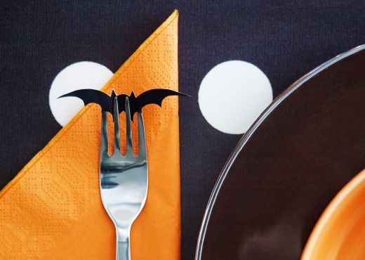 Create a Halloween theme table setting using orange FANTASTISK paper napkins and for a little something extra, cut out small bats from black paper to add a nice subtle touch.