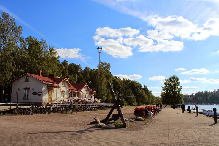 Lahden satama on viihtyisä paikka, josta löytyy myös tämä vanhassa asemarakennuksessa sijaitseva Kahvila Kariranta. #lahti #finland