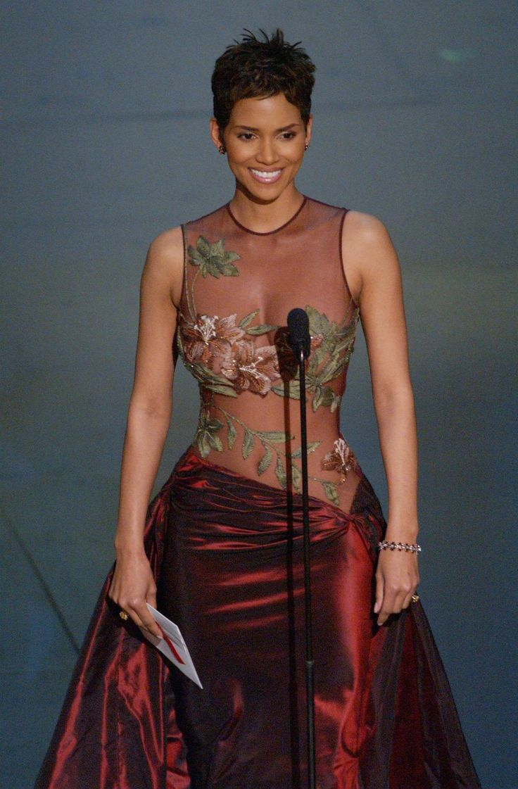 Halle Berry's Sexiest Style Moments | Fox News Magazine