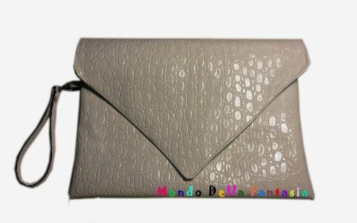 Pochette in eco pelle bianca, by Mondo della Fantasia, 15,00 € su misshobby.com