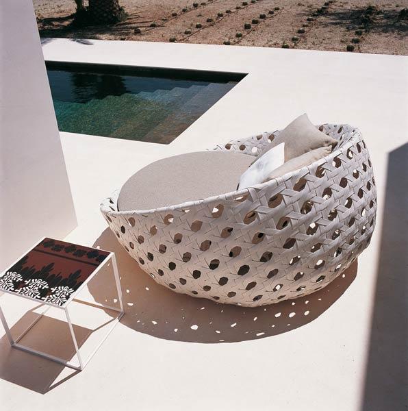 Sedie da giardino: Divano Canasta di @b Italia  | Design: Patricia Urquiola Collezione: Canasta | Anno: 2007 | Materiali: Polietilene e tessuto