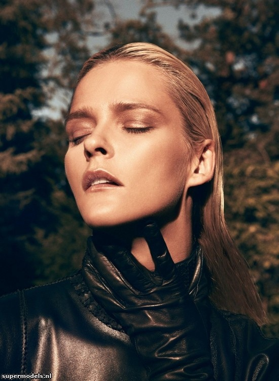 Carmen Kass in 'Piel Sobre Piel' - Photographed by Koray Birand (Vogue Mexico September 2012)    Complete shoot after the click...