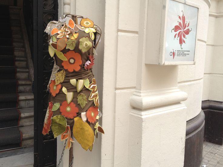 Maniquí otoño en tienda Ají, Diseño Imprescindible.