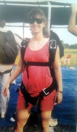 pregnant lady skydive ready (300×516)