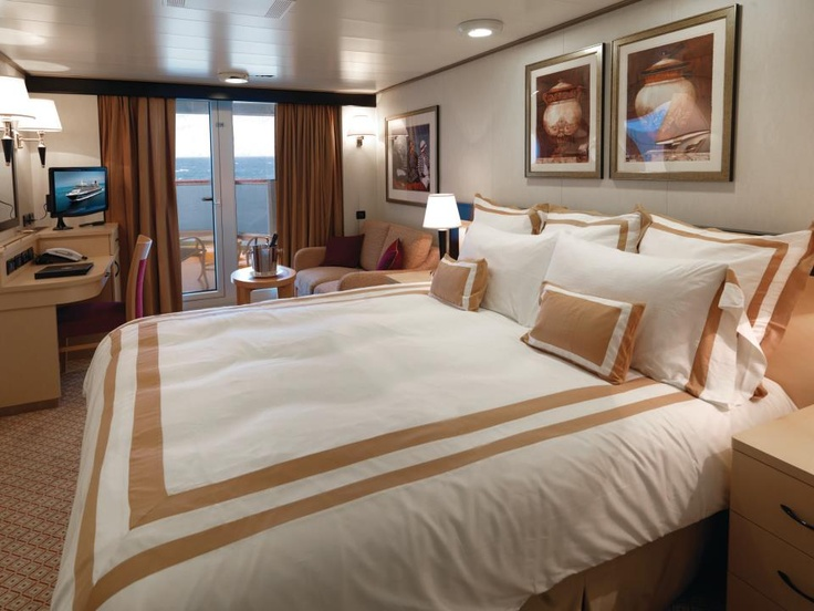 Cunard queen mary 2 stateroom cruises pinterest for Queen on balcony