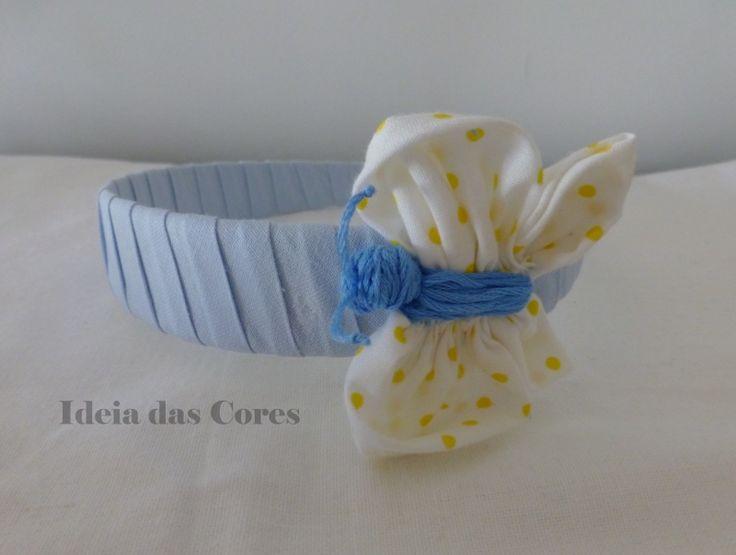 Light blue headband with butterfly/ Bandolete com aplicação de borboleta em tecido