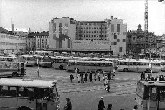 Kampin kenttä, taustalla Eläintieteellinen museo. Helsinki 1978