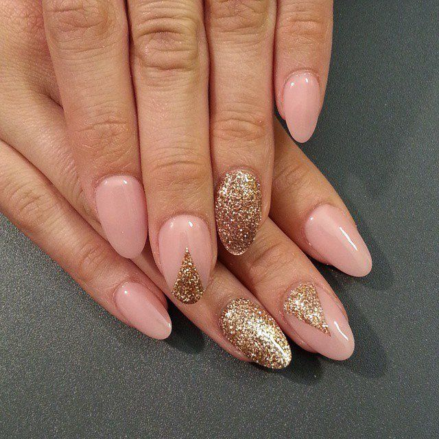 The beauty and style in this manicure combined with anunobtrusive luxury. The harmony pale pink and gold gives the sophistication gor arms. The oval shape