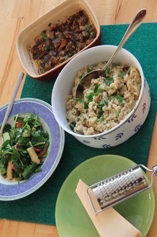 Zeit für ein Jamie Oliver 30 Minuten Menü. Diesmal hab ich mich für das cremige Pilzrisotto, Spinatsalat, schneller Käsekuchen im Becherglas entschieden....