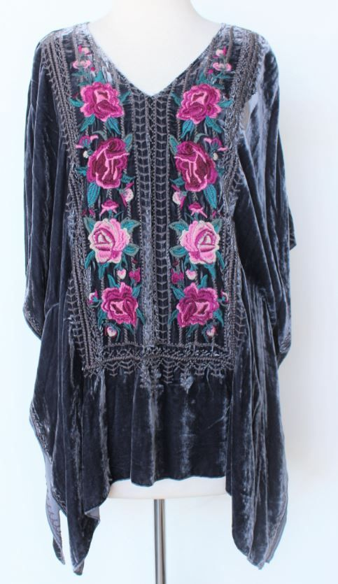 The Tilda Velvet Poncho by Johnny Was is absolutely stunning!! Featuring floral embroidery and intricate grey stitching along the border. This poncho is a beautiful gunsmoke grey that will knock your