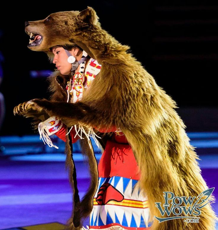 Laura Grizzlypaws at the 2016 Gathering of Nations, April 29th.