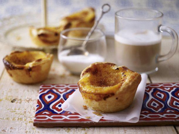 Unser beliebtes Rezept für Pastéis de Nata (Puddingtörtchen) und mehr als 55.000 weitere kostenlose Rezepte auf LECKER.de.