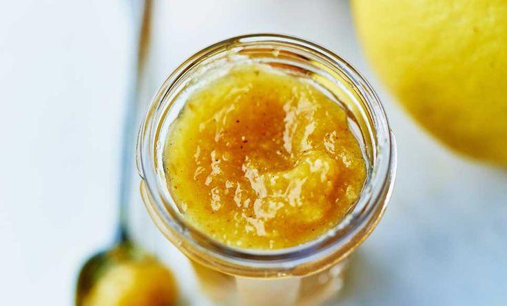 Arance, limoni e pompelmi sono gli ingredienti perfetti per una golosa marmellata di agrumi. Ecco la ricetta facilissima!