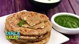 A sumptuous recipe that is sure to satiate you even on a fasting day! Here, wholesome rajgira parathas are stuffed with a succulent mixture of grated paneer perked up with green chillies, lemon juice and coriander. What makes this Rajgira Paneer Paratha very appealing is that the rotis are made of a dough of rajgira flour and potatoes, which gives them a unique texture that is soft yet crisp.