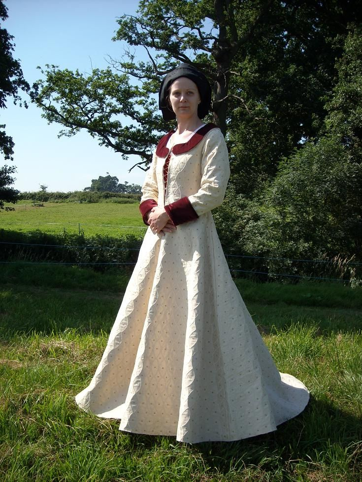 15th Century Female Flemish Dress: A Portfolio of Images This site contains images of women from paintings and sculpture of the 15th century by artists working primarily in .
