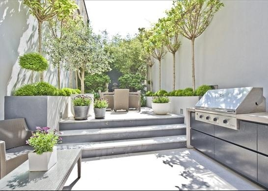 Side garden with bbq