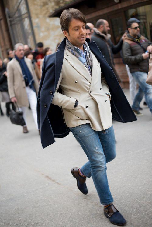 Vamos de paseo por la calle con el mejor estilo, en azul o en otros colores de temporada para la moda de invierno en los hombres, Descúbrelo en Robert's.