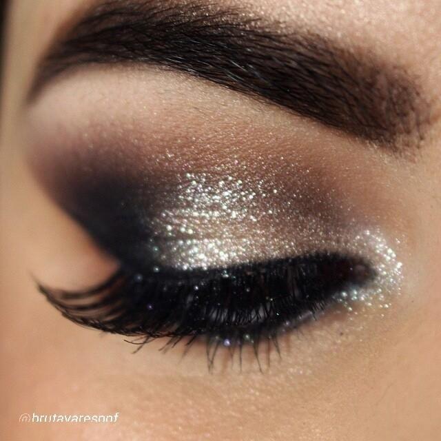 Gold glitter smokey eyeshadow