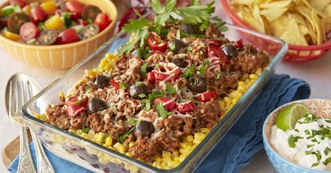 Mysmat när den är som bäst! Laga tacofärsen som smidig gratäng och servera med tortillachips och gräddfil.