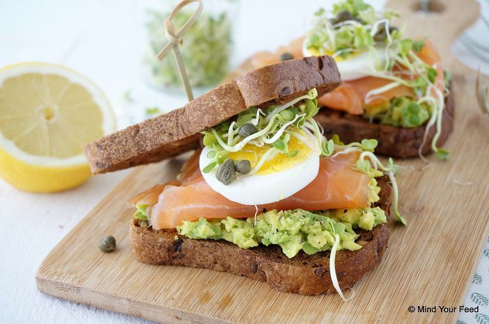 Sandwich met zalm en avocado - Mind Your Feed