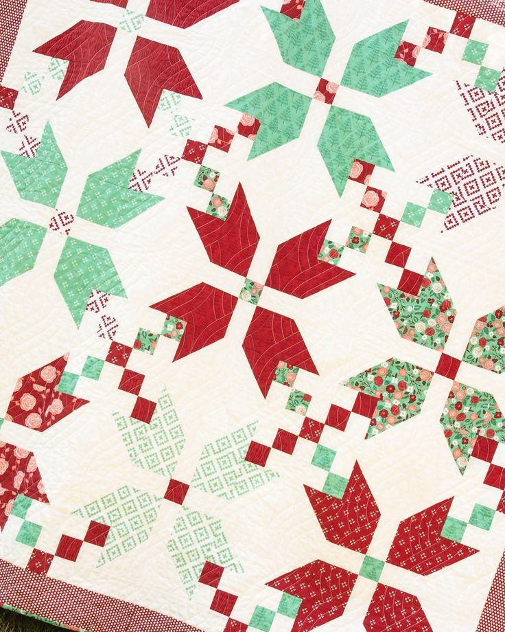Line Art Quilt Pattern Holly Hickman : Best christmas quilts images on pinterest appliques