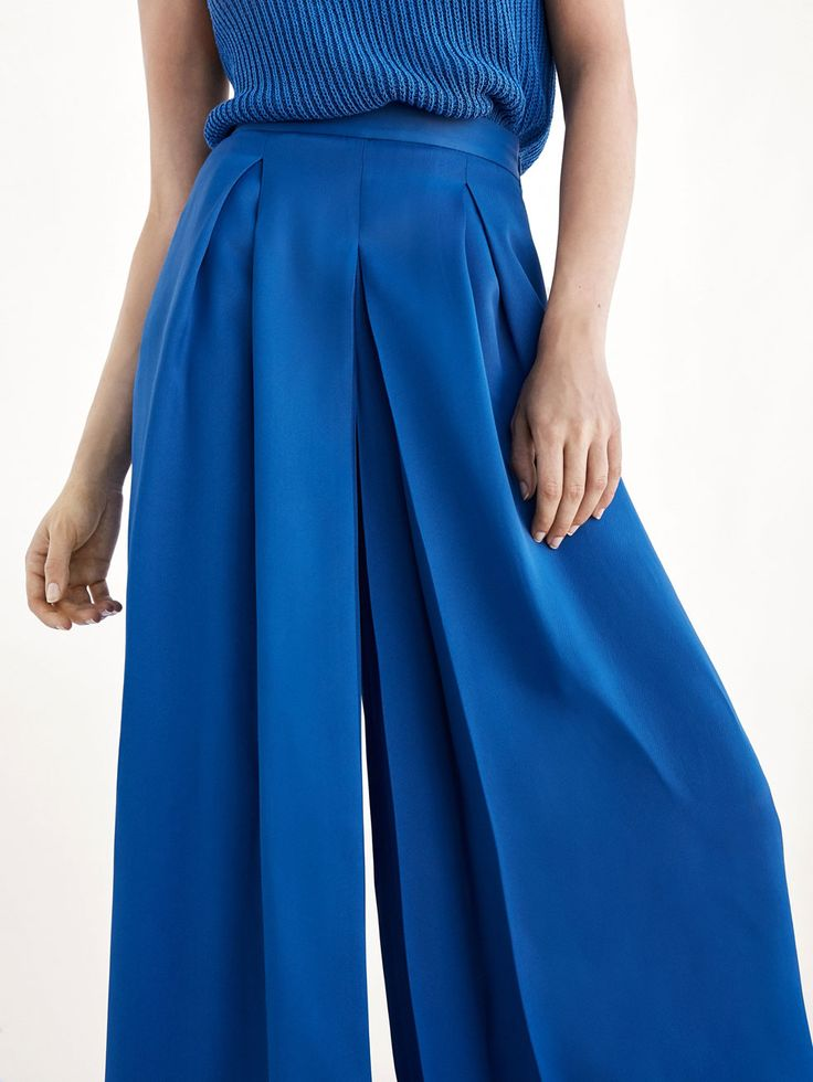 Spring summer 2017 Women´s PALAZZO TROUSERS WITH PLEATS DETAIL at Massimo Dutti for 74.95. Effortless elegance!