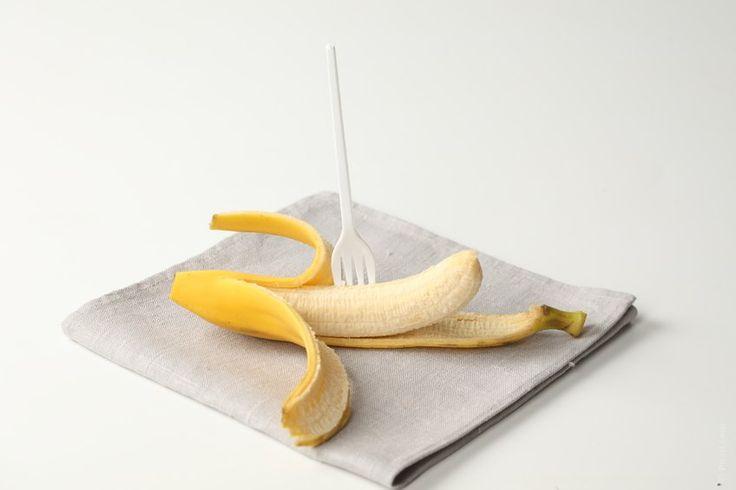 Usos de la cáscara de banana. Eliminar arrugas en la cara, blanquear dientes, hematomas y moretes.