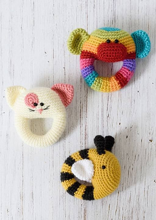These cute baby rattles will be available in One and Two Company's Happy Crochet Book! The book will be released this Saturday, September 3th. Feel free to subscribe to get a notification on the release date: http://ift.tt/2befPAb