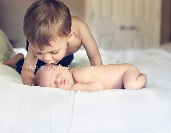 ahh. i cant wait to have pictures like this with zoe and her little brother/sister. and no i'm not pregnant!