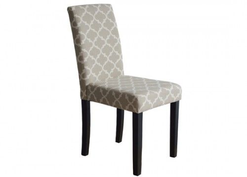 Καρέκλα τραπεζαρίας με μπεζ ύφασμα.Εκεί που το στυλ συναντά την άνεση και η ποιότητα την αισθητική.Καρέκλες τραπεζαρίας στο puzzlehome