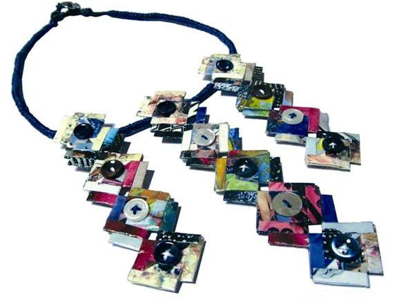 Collana della parure ZAG, terza classificata a Fashion In Paper I  http://www.vogue.it/vogue-gioiello/news/2012/03/abilmente-designer-3#ad-image169438 #paperjewels #gioiellicontemporanei #gioielli #jewels #origami #design #carta #paperart #vogue #bottoni #ricliclo #recycle #upcicling