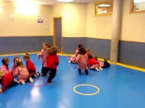 Sesión de Psicomotricidad con niños de 3 años. Patricia y Nuria
