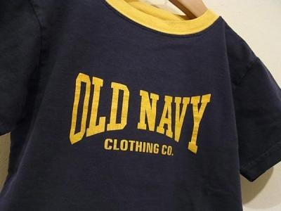 オールドネイビーのT-シャツ