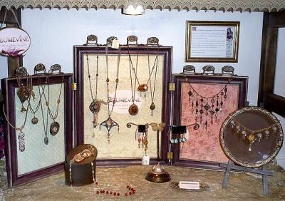 For jewellery display