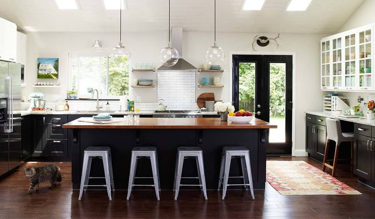 Create a matte-black kitchen of your dreams with these ideas. Whether you want to add a new backsplash or simply switch out knobs, your makeover will be easy to do with these amazing finds. #kitchendecor #kitchendesign #matteblackkitchen